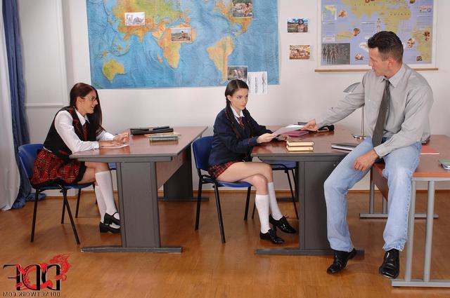 учитель трахает малолеток порно